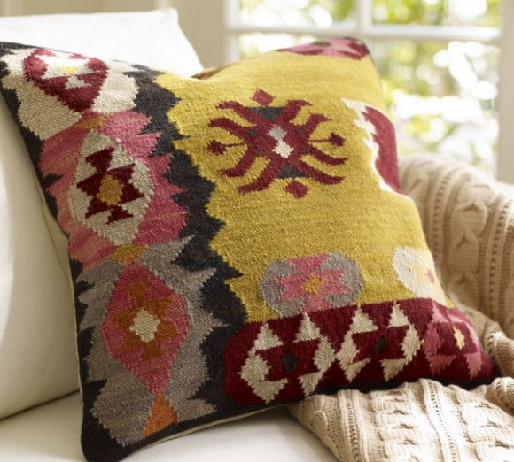 summer pillows : colors in weaves