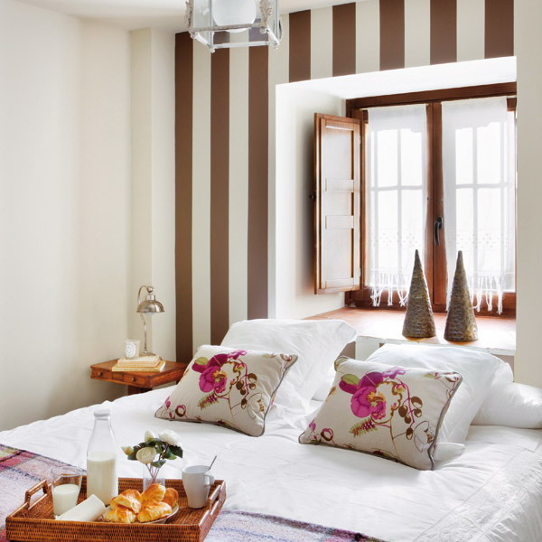 Matrimonio Bed Cover : Wall behind the bed brick headboard