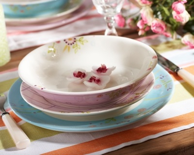 table setting trend pastel
