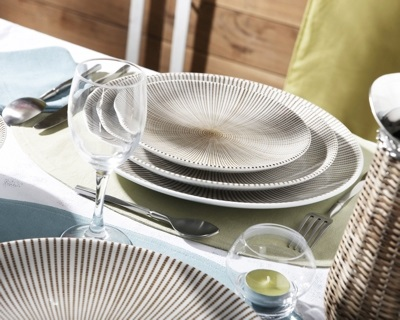 table setting trend white and grey