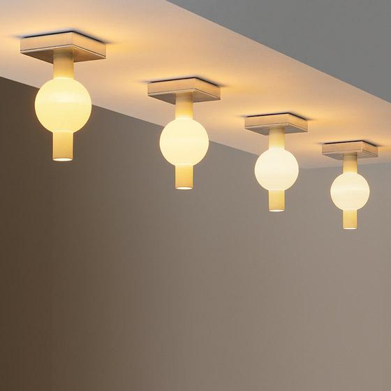 trou ceiling light
