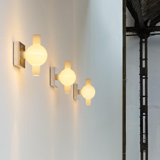 trou wall light