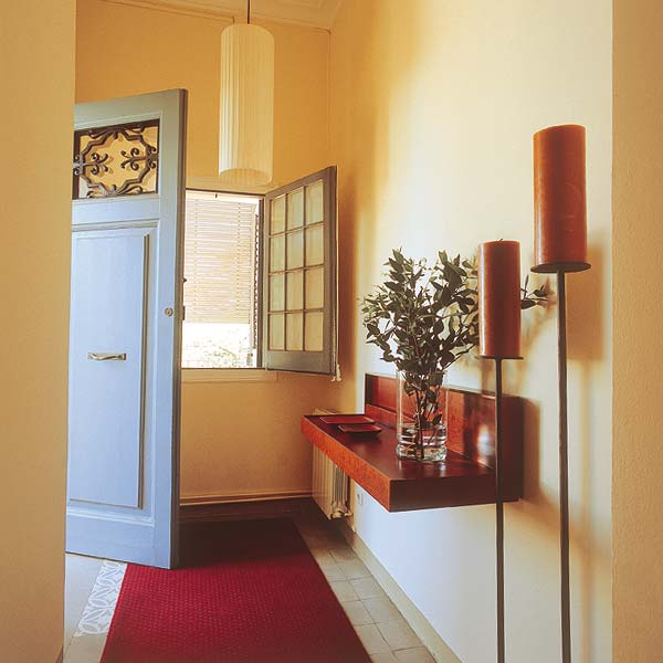 Squeeze Some Style With These Small Hallway Interior: Storage Ideas For The Hallway For Small Things