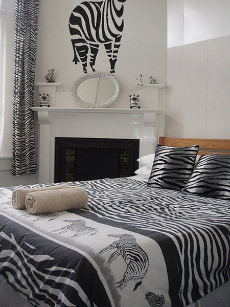 More ideas on using the zebra print for the interior for Zebra print bedroom ideas