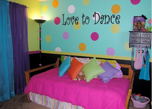 cool teen room bright color 01