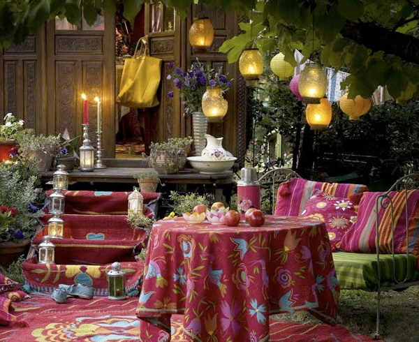 Ideas for decorating gardens and terraces with light for Terrace party decoration