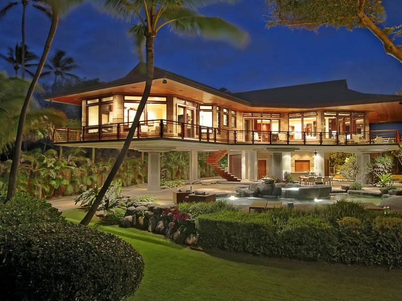 Panoramic beachfront home set in paia hawaii interior for River view house plans