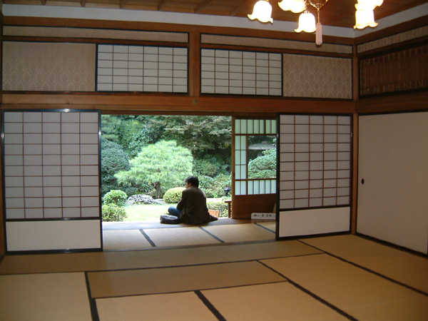 Creating the japanese styled interiors ideas for every for Japanese home decorations