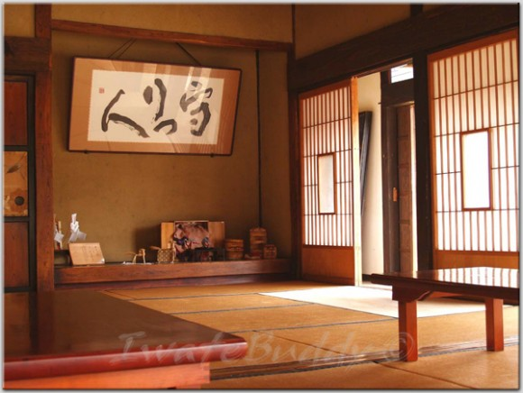 Creating the japanese styled interiors ideas for every for Modern japanese house interior design
