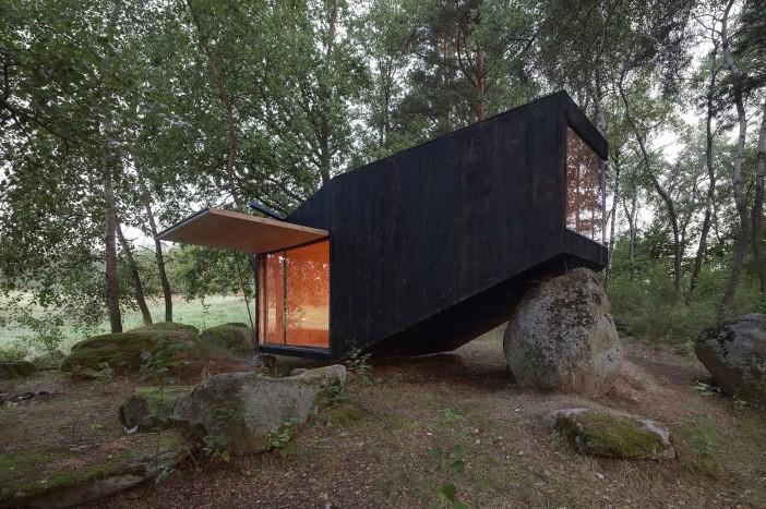 forest retreat by uhlik architekti 01 a tree house