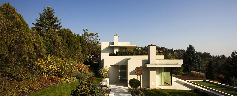 contemporary villa in szentendre 01