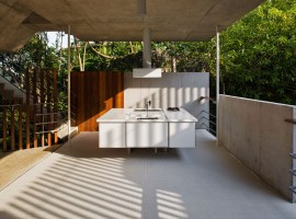 concrete home in ubatuba 05