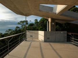 concrete home in ubatuba 11