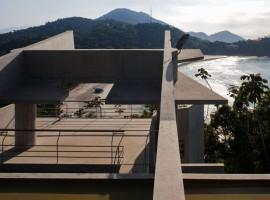concrete home in ubatuba 15