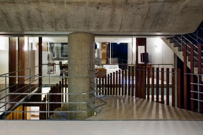 smartly designed concrete home in ubatuba 28