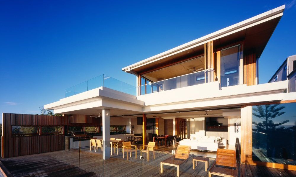 Interior and exterior design of peregian beach house in for Beach house designs queensland