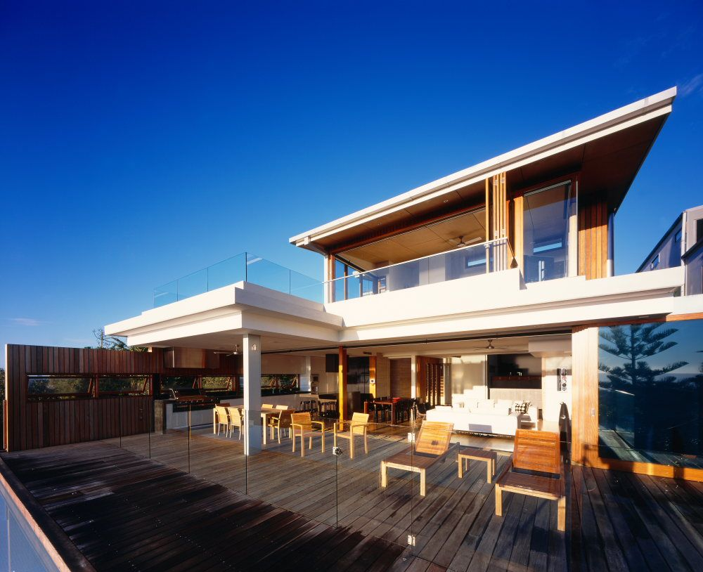 Interior and exterior design of peregian beach house in for Australian beach house designs