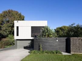 Marcus Beach House in Sunshine Coast by Bark Design Architects