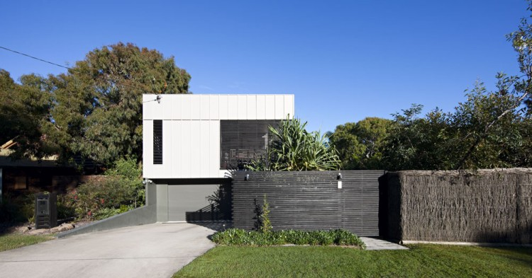 Marcus-Beach-House-01-750x393