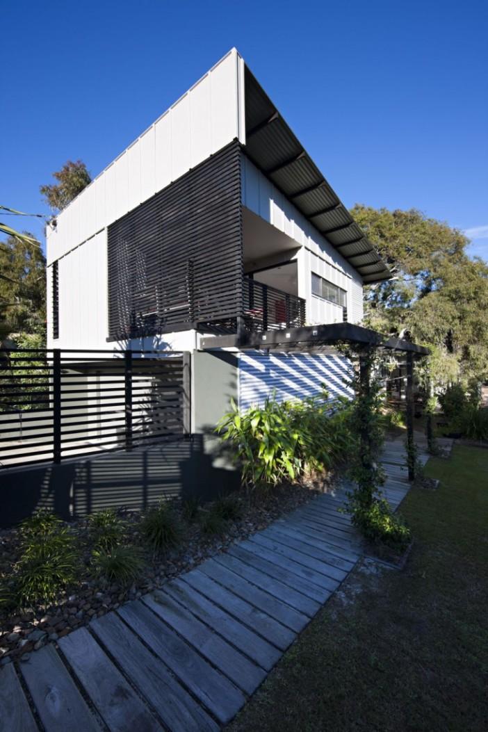 Marcus-Beach-House-02-733x1100