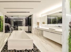 L2_Master_Bathroom1a_resize