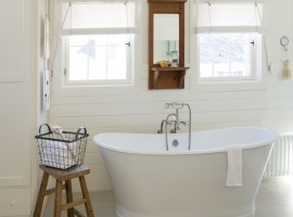 beach-style-bathroom
