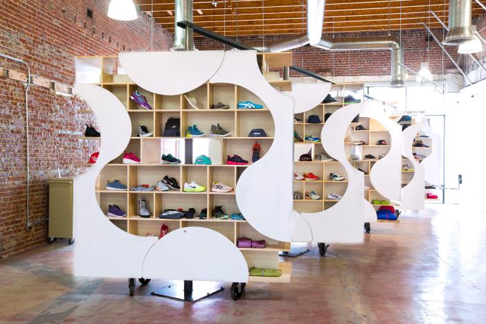 theUPstudio-ArchitectureDesign-AuthentixSneakerShop-Image00-2880px
