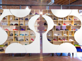 theUPstudio-ArchitectureDesign-AuthentixSneakerShop-Image03-2880px