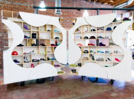 theUPstudio-ArchitectureDesign-AuthentixSneakerShop-Image05-2880px