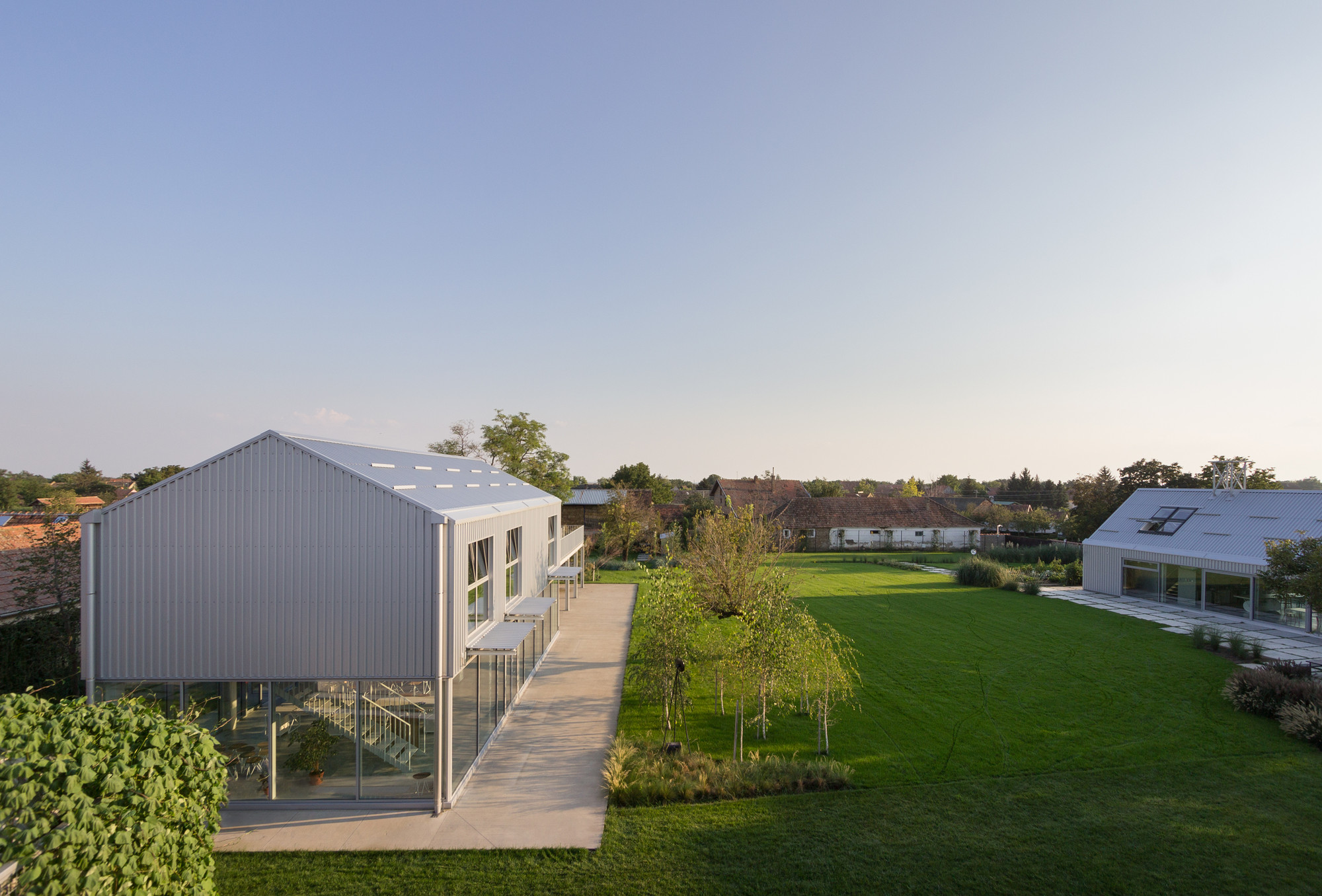 010_house_C_and_house_D