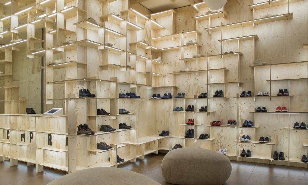 Design ideas for small shoe store the camper store milano for Interior design agency milano