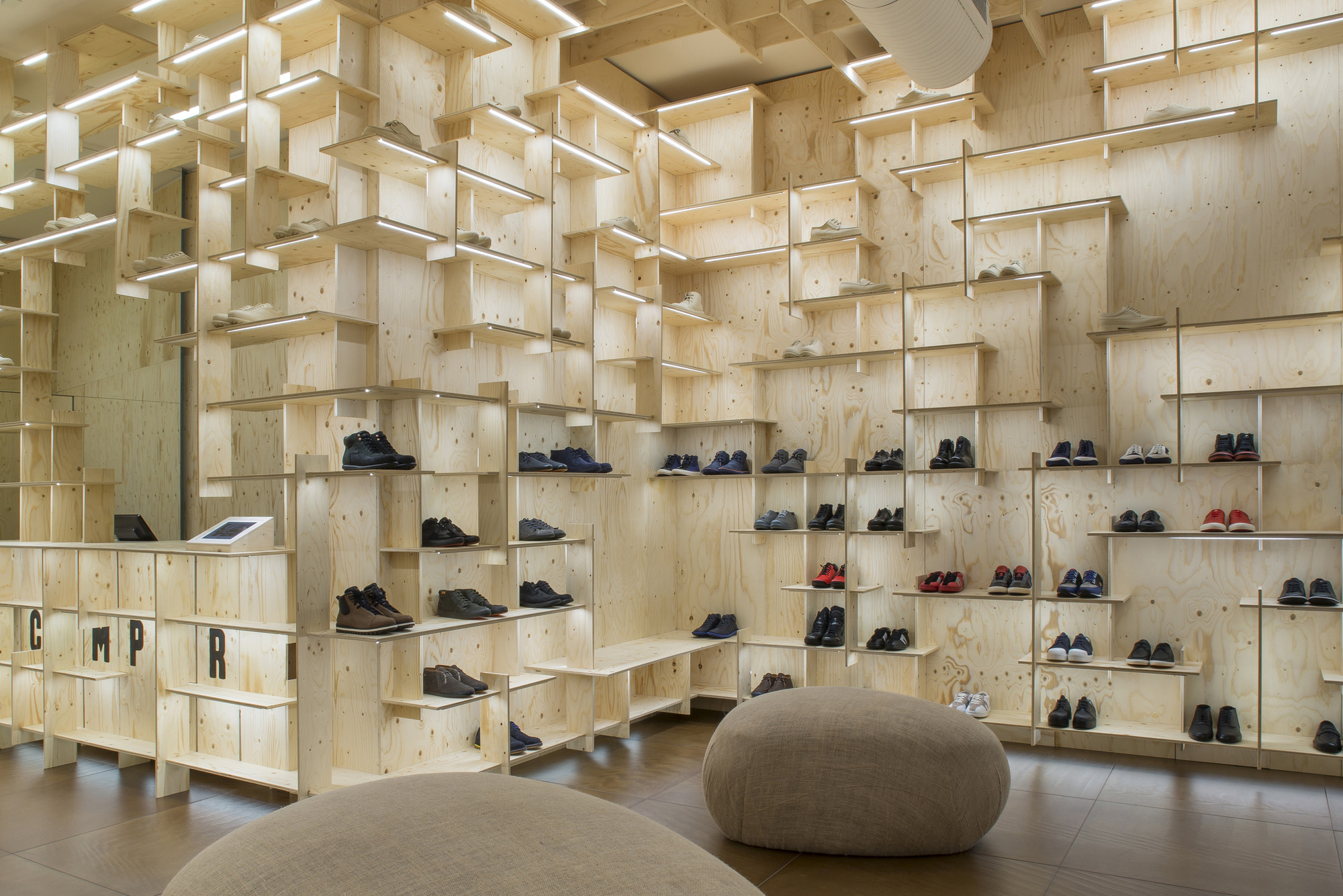 Design Ideas For Small Shoe Store: The Camper Store Milano By Kengo Kuma  And Associates, Italy