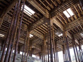 pic04_bamboo_ceiling_with_toplight_OKI