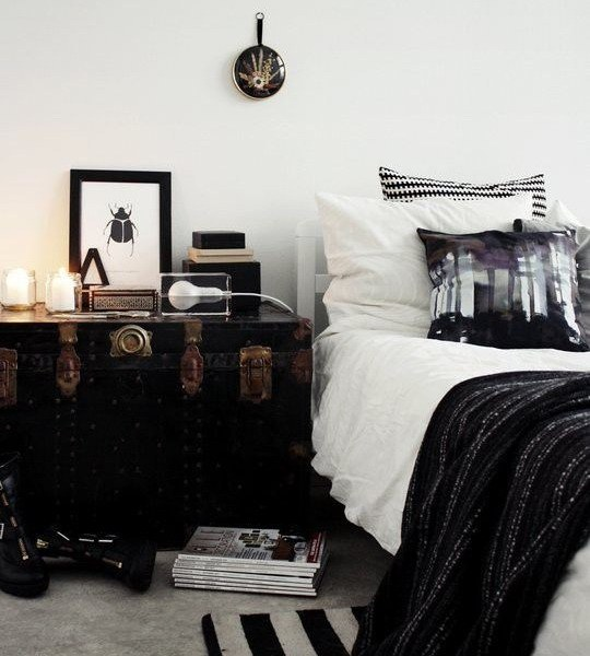 suitcase-and-trunk-as-bedside-table1-4