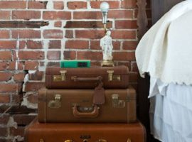 suitcase-and-trunk-as-bedside-table2-1