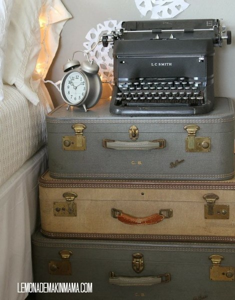 suitcase-and-trunk-as-bedside-table2-2