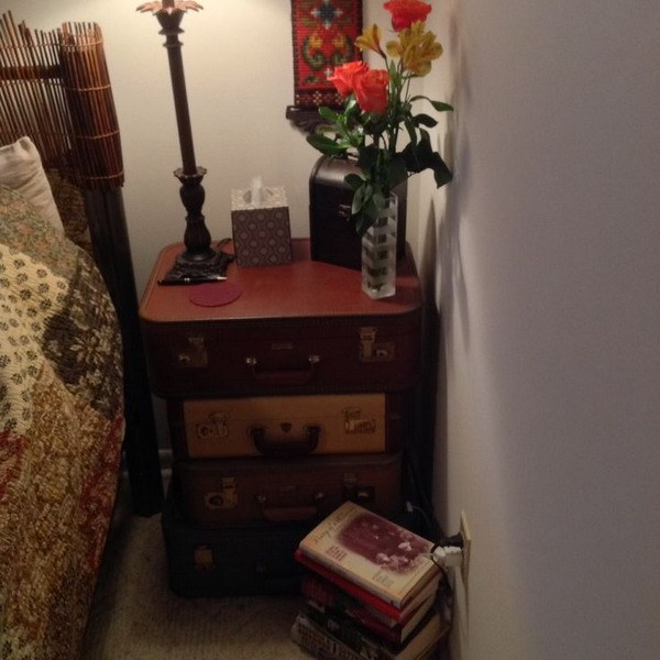 suitcase-and-trunk-as-bedside-table2-9