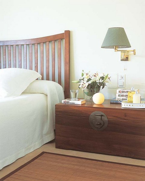 suitcase-and-trunk-as-bedside-table5-4